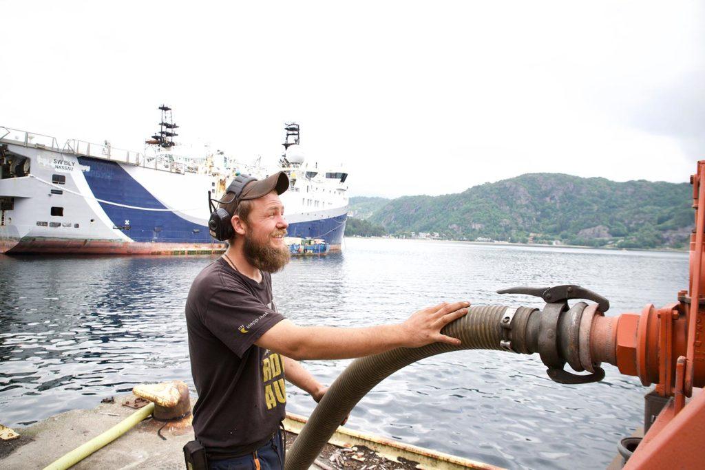 Hansen Renovasjon - Tømmer båtene for septik